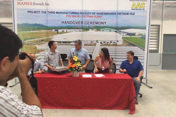 HanesBrand Phu Bai3プロジェクトの引き渡し式